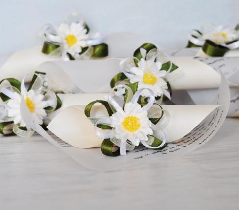 Handmade wedding invitations with daisies