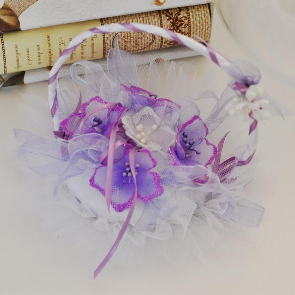 Wedding rings basket with purple flowers