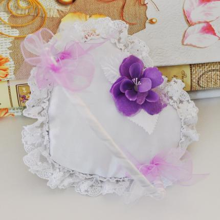 Basket for wedding rings decorated with purple flower