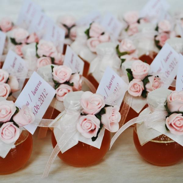 Wedding honey jar decorated with three pink roses