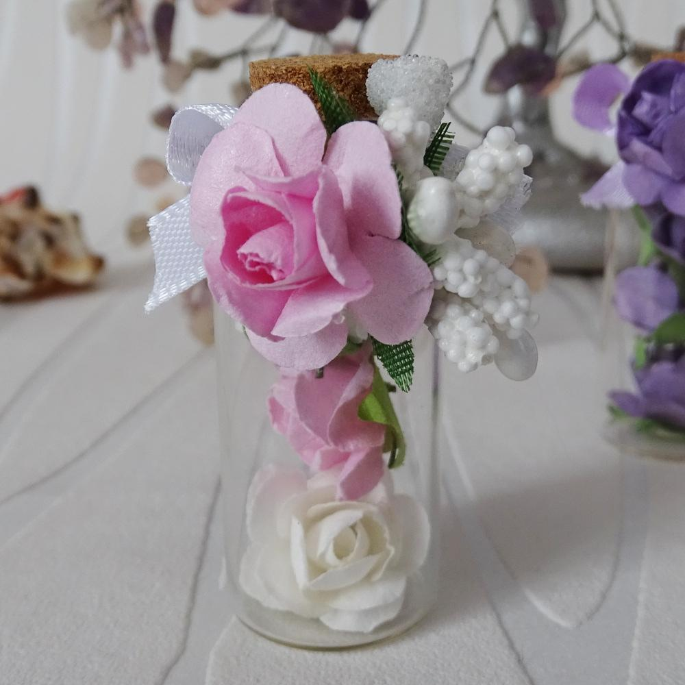 A miniature bottle with roses model SP049