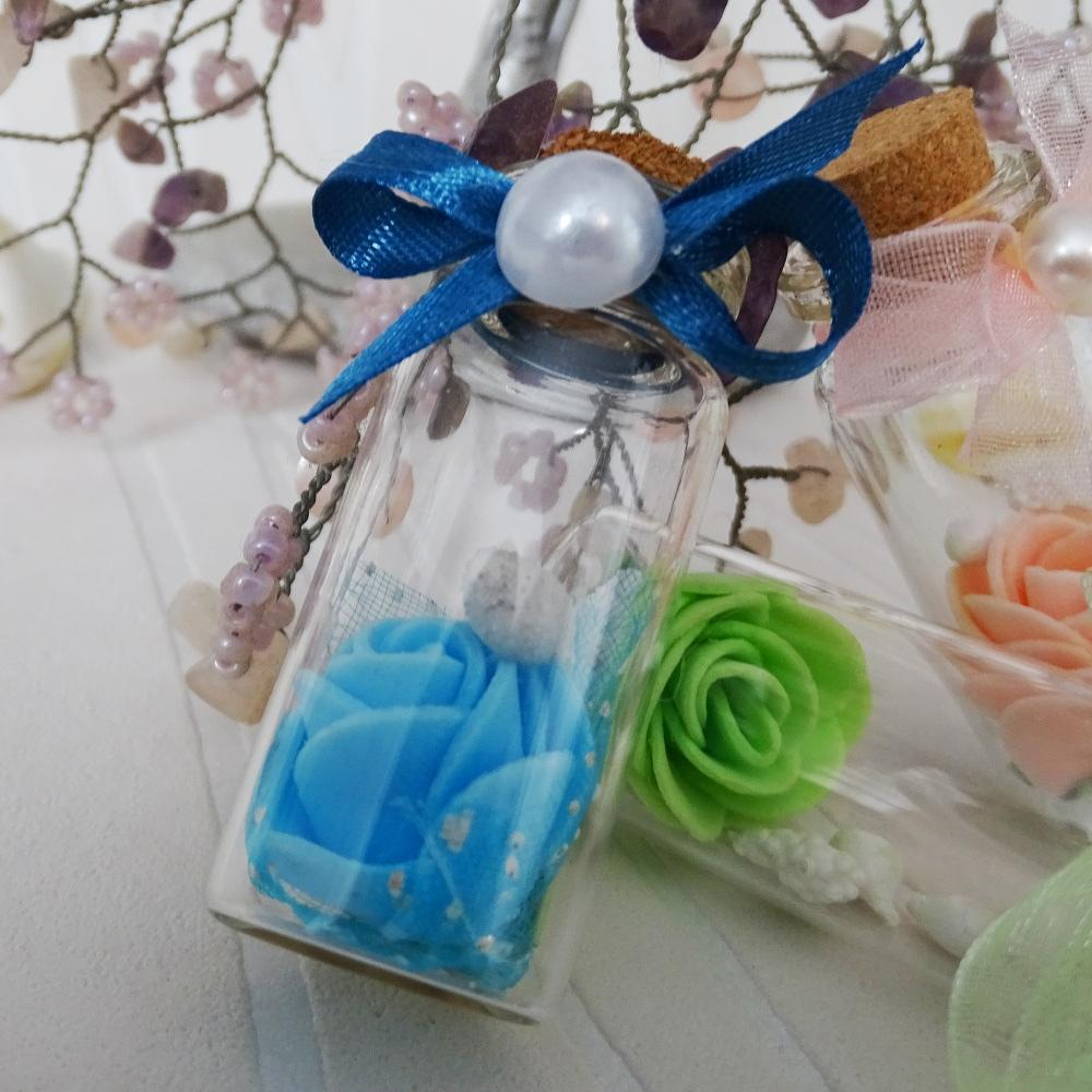 A miniature bottle with roses model SP051