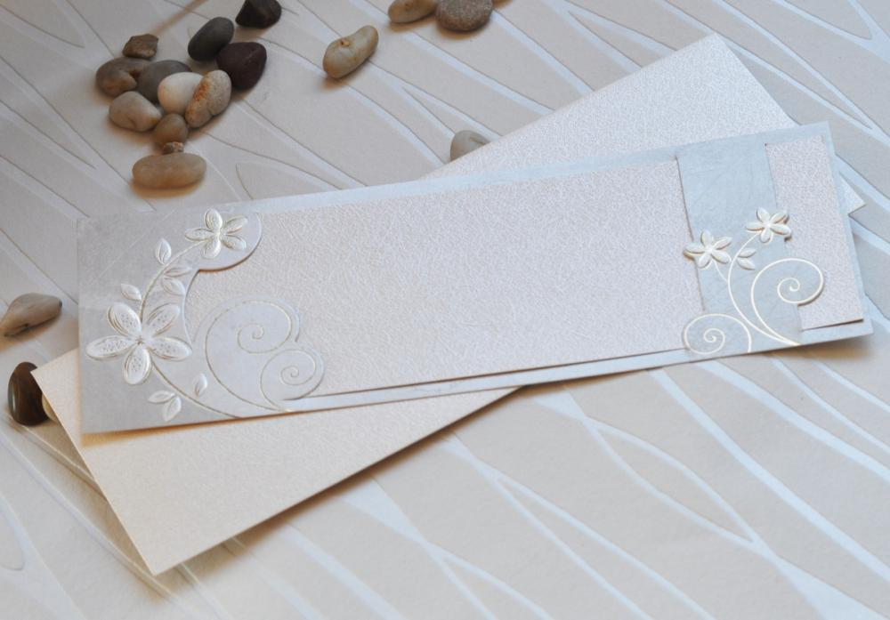 Elegant invitations with pearl cardboard