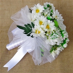 Bridal bouquet with daisies