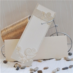 Elegant invitations with pearl cardboard